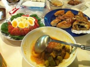 ラタトゥーユ、手作りパン、サラダ